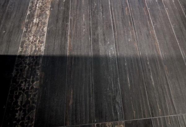 Aranżacje z drewnianą podłogą