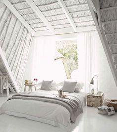 białe meble na białej ścianie