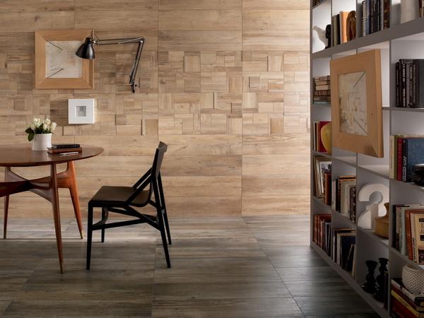 deski na ścianie w salonie