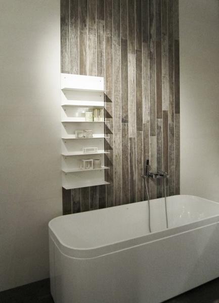 drewno na ścianę w salonie