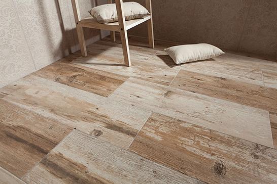 drewno w salonie na ścianie